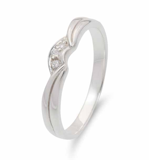 623 - Shaped wedding ring with pavé set diamonds.