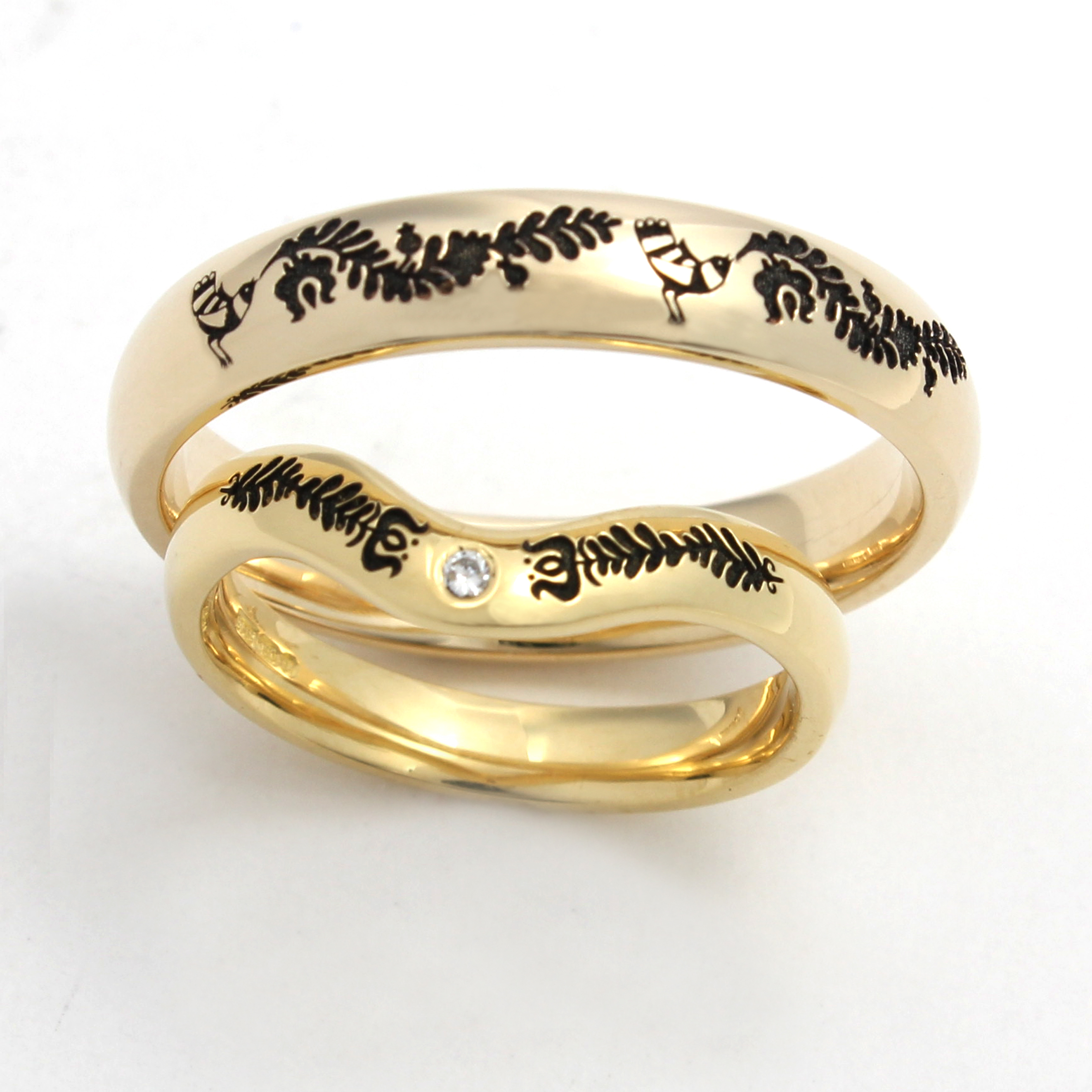 Yellow gold rings with Hungarian pattern
