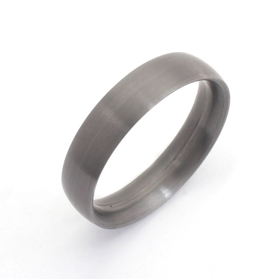 Tantalum court wedding ring