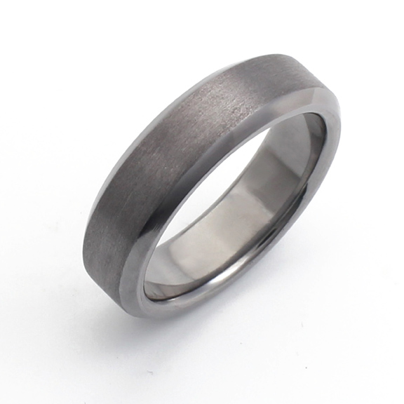 Bevelled edge tantalum wedding ring