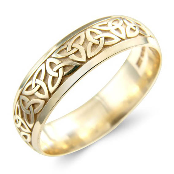 504 - Celtic knot pattern repeated all around ring.